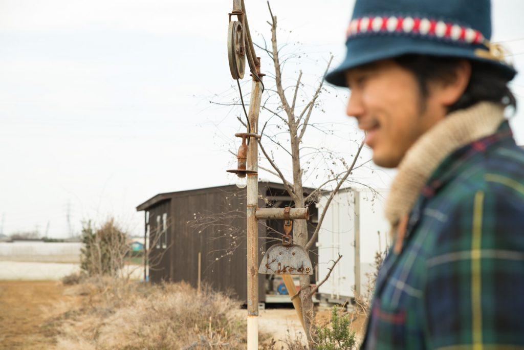 栗田さんと畑風景